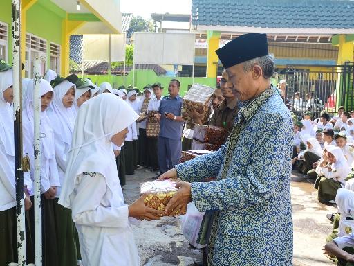 Santunan Anak Yatim MTs Islamiyah Sayang Tahun 2016