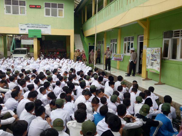 """Police Goes To School"" Polres Cianjur Sambangi MTsS Islamiyah Sayang"