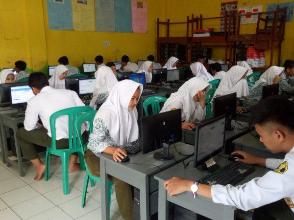 Dokumentasi Foto Ujian Sekolah Berbasis Komputer